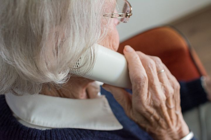 Old woman inquiring about ACAT assesments in Sydney via phone
